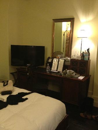 Le Place d'Armes Hotel & Suites: TV 