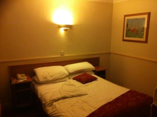 Westcourt Hotel: my single room. so warm and cosy. 202 on first floor. nice