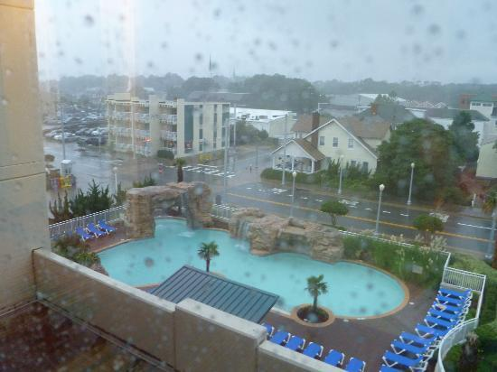 Courtyard Virginia Beach Oceanfront North 37th Street Outdoor Pool On A Rainy Day At