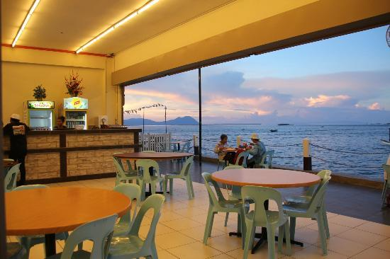 Ocean Treasure Live Seafood Restaurant : Sunset view from the Restaurant