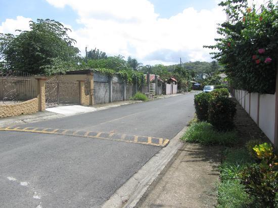Hotel Villa Creole: Street view