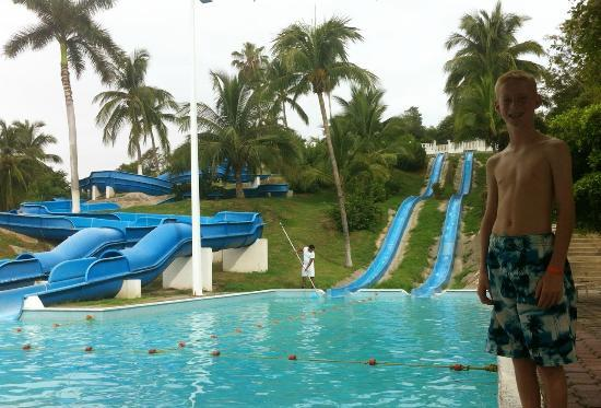 Gran Festivall All Inclusive Resort: The water slides ... a fun spot.
