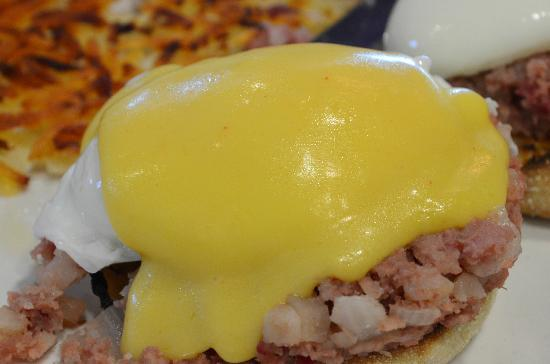 Butterfield's Pancake House: Irish Benny (Benedict) - Poached eggs, corned beef hash with onion, english muffin & hollandaise