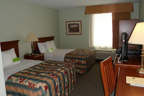 La Quinta Inn Radford: Room has TV, fridge, & wardrobe for clothes.