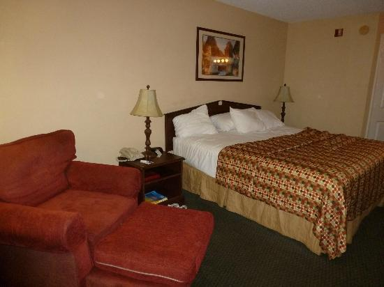 Baymont Inn & Suites Georgetown/Near Georgetown Marina: Bedroom