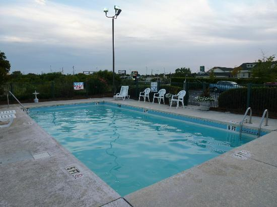Baymont by Wyndham Georgetown/Near Georgetown Marina: Pool Area