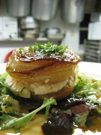 Peekamoose Restaurant: caramelized onion tart with goat cheese