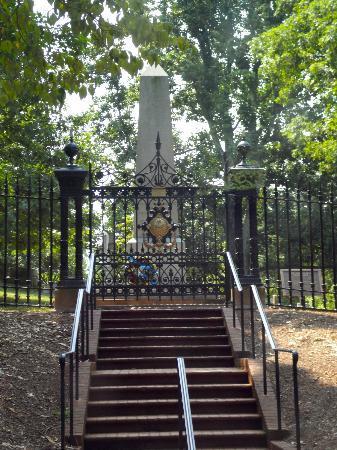 Jefferson S Grave Picture Of Thomas Jefferson S