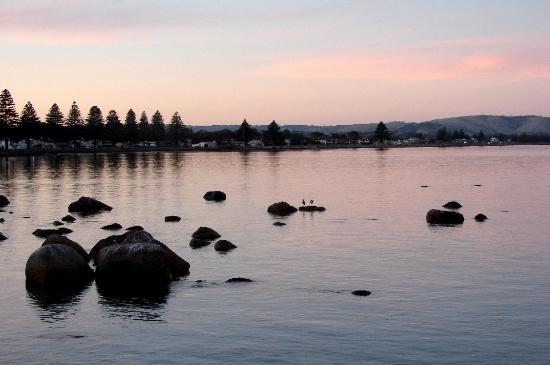 Austiny Bed and Breakfast Accommodation: sunset over Victor Harbor