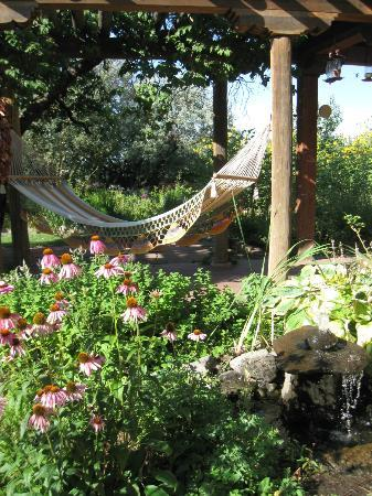 Cottonwood Inn B&B: Cottonwood Inn Garden