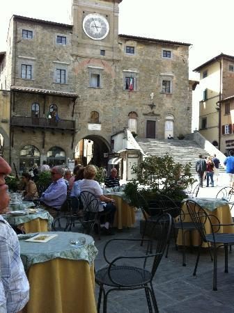 Locanda Petrella: Short walk to Cafes in Piazza