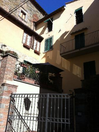 Locanda Petrella: Looking up at our room on the right, green shutters
