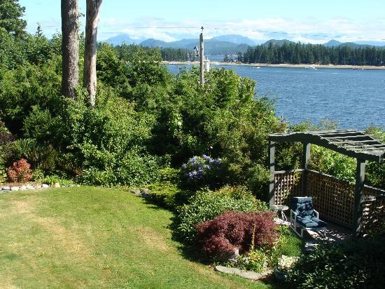 Quadra Island Harbour House B&B: From the grounds 
