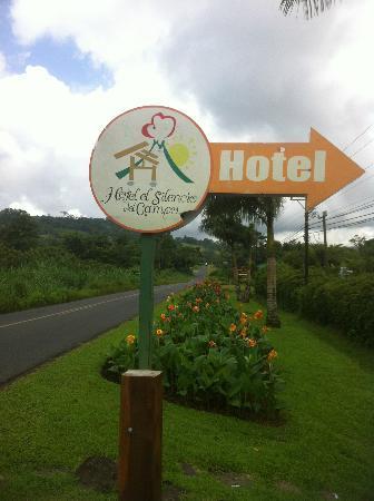 Hotel El Silencio del Campo: Road sign for the hotel