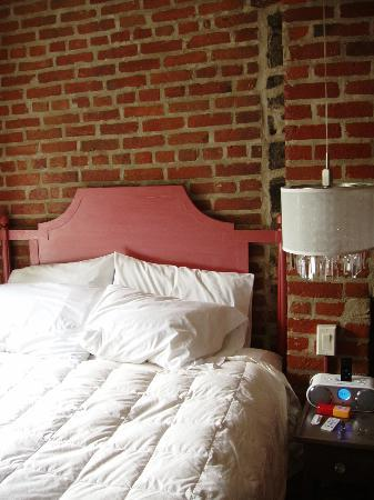 Auberge Place D'Armes: Room has character