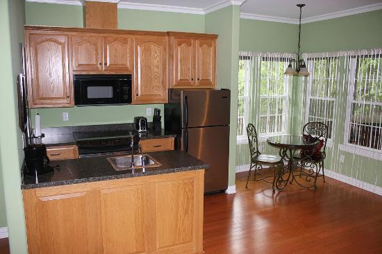 Shiloh Morning Inn: Partial view of kitchen area.