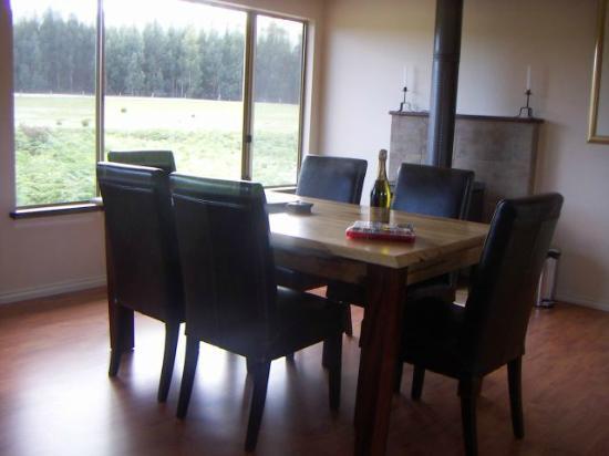 Boranup Forest Retreat: Blue Wren dining room