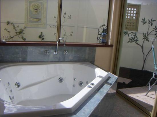 Boranup Forest Retreat: Private spa room