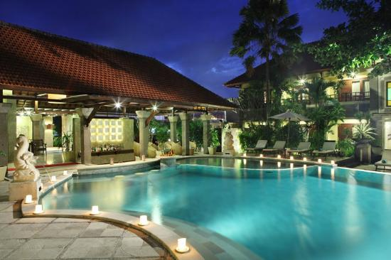 Adhi Jaya Hotel: the pool
