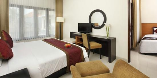 Adhi Jaya Hotel: the room