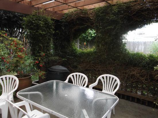 Loleta Cheese Factory : One of many places to relax in garden