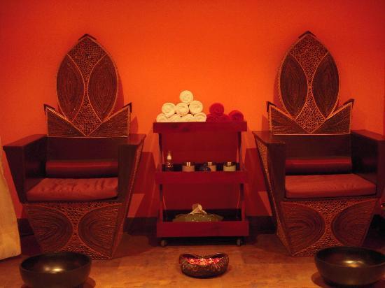 Azaaya Spa and Salon: Interesting chairs !