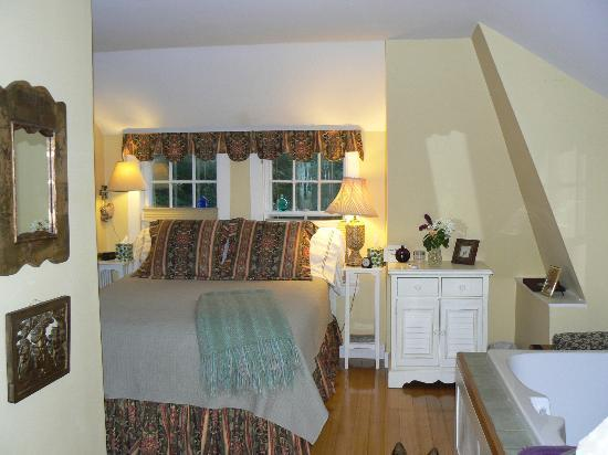 Bufflehead Cove Inn: the cove room