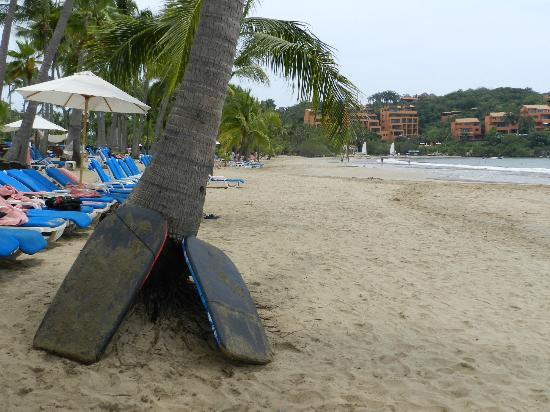 Club Med Ixtapa Pacific: Wide beach with plenty of lounge chairs and hammocks