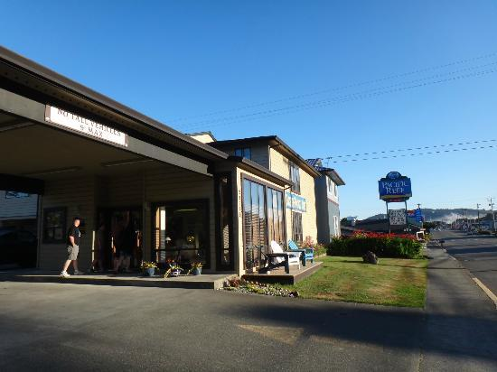 Gold Beach Inn: that would be where our room was located.. right by the highway
