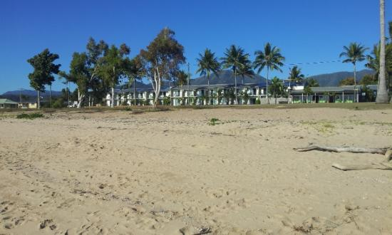 Beachcomber Motel: View of the motel from the beach