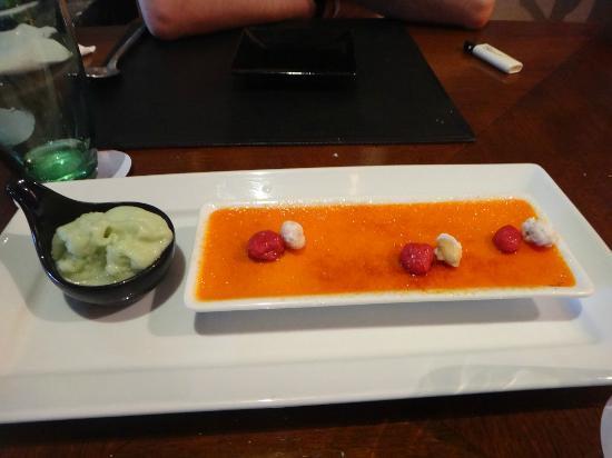 Red Snapper Restaurant & Bar: Rasperry Creme Brulee