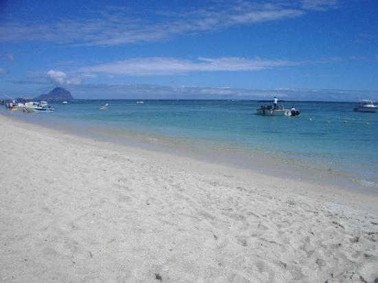 Sofitel Mauritius L'Imperial Resort & Spa: Beach @ Sofitel