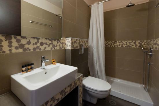 Aenaon Apartments: Aenaon bathroom