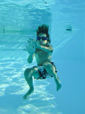 Le Mas du Grand Luberon : La piscine est profonde et à 29°C