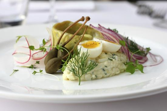 KogT : Curry herring with egg salad, apples, radish and red onions  78