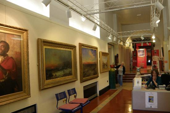 Stirling Smith Art Gallery & Museum: Entrance Hall 2012