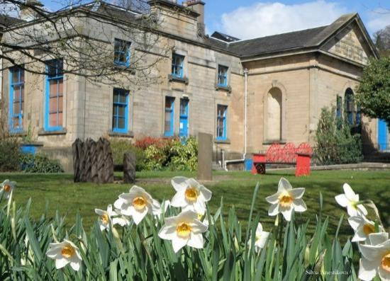 Stirling Smith Art Gallery & Museum: Spring at the Smith