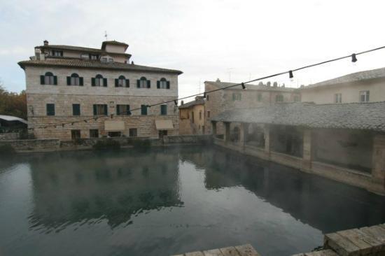 Albergo Le Terme: Hotel e piazza