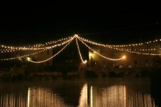 Illuminazione Sopra La Piazza Picture Of Albergo Le