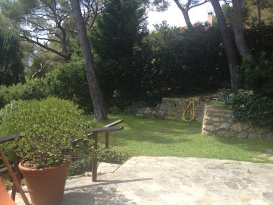 Bed and Breakfast Don Rodrigo : vista dal B&B sul giardino