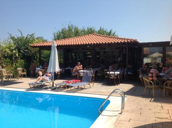 Haridimos Apartments: taverna is the centre of it all, breakfast, dinner, drinks round the pool