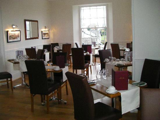 Oakbank House: Breakfast room overlooking Lake Windermere