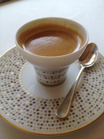 Maison Bru : Café trés joliment présenté.