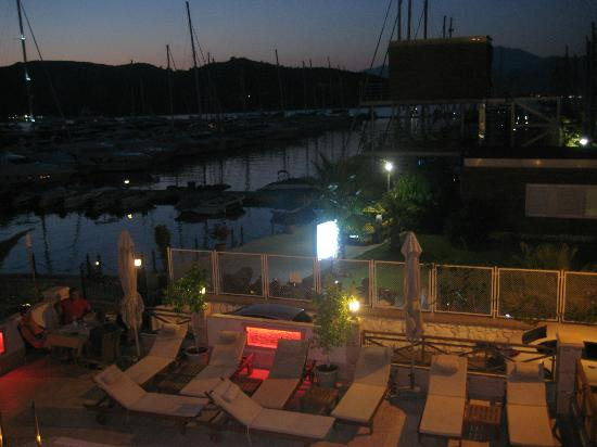 Doruk Hotel: lovely to stroll on the marina beside the hotel in the evening
