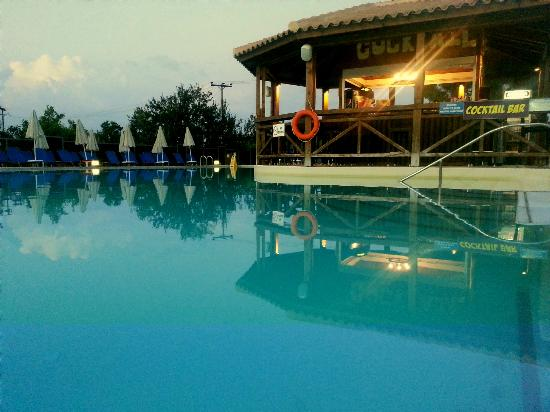 Planos Bay Hotel: Waterpark pool and cocktail bar