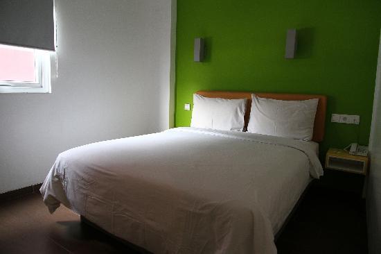 Amaris Hotel Cihampelas: Kingsize bed