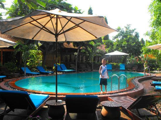Bao Quynh Bungalow: Swimming Pool