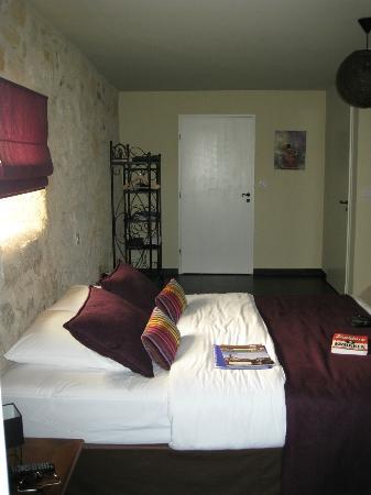 Bleu Raisin Saint Emilion : Prachtige kamer. 2 Deuren zijn badkamer en afzonderlijk toilet