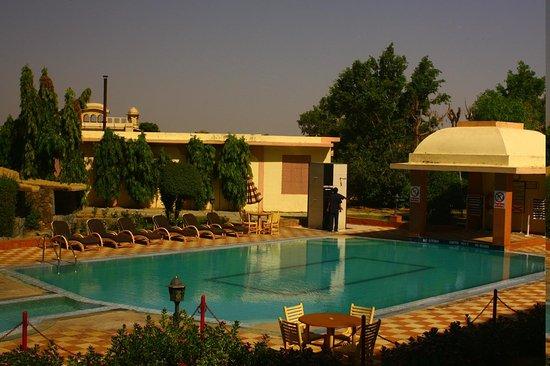 KK Royal Hotel & Convention Center: pool