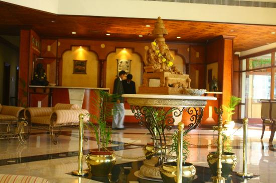 KK Royal Hotel & Convention Center: lobby
